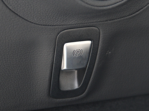2018款AMG G 63 驻车制动器