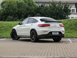 2018款AMG GLC 63 S 4MATIC+ Coupe 后侧45度
