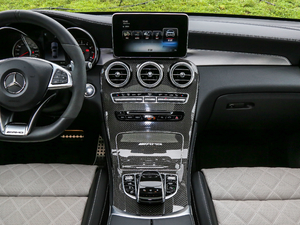 2018款AMG GLC 63 S 4MATIC+ Coupe 中控台