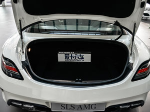 2014款AMG SLS Black Series 行李厢空间