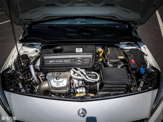 奔驰A45 AMG:动力上搭载一台2.0L直列四缸涡轮增压发动机,其最大功率280kW(381Ps),最大扭矩475Nm。