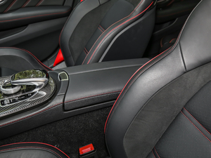 2017款AMG E 43 4MATIC 特别版 前排中央扶手