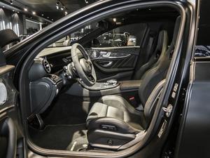 2017款AMG E 63 S 4MATIC+ 特别版 前排空间