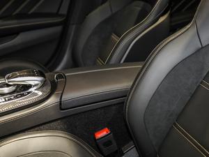 2017款AMG E 63 S 4MATIC+ 特别版 前排中央扶手