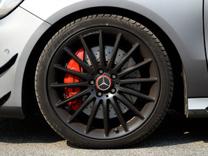 2017款AMG A 45 4MATIC 轮胎