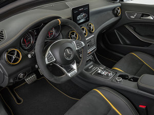 2018款AMG GLA 45 4MATIC Performance Package 中控区
