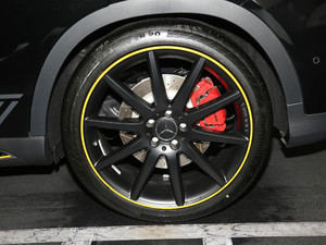 2018款AMG GLA 45 4MATIC暗夜雷霆限量版 轮胎