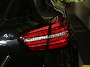 2018款AMG GLA 45 4MATIC暗夜雷霆限量版 尾灯