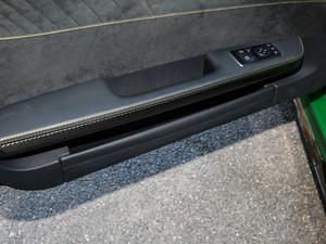 2017款AMG GT R 车门储物空间