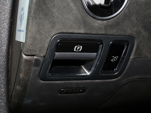 2017款AMG GT R 驻车制动器