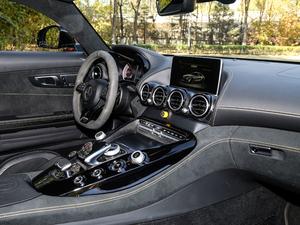 2017款AMG GT R 中控台