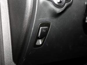 2017款AMG GLC 43 4MATIC 特别版 驻车制动器