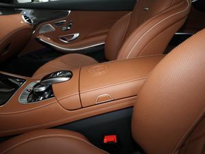 2018款AMG S 63 Coupe 4MATIC+ 前排中央扶手