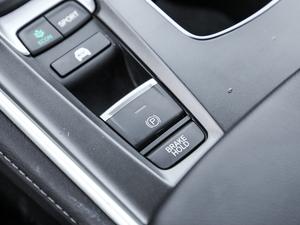 2018款2.0L 锐尊版 驻车制动器
