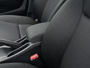 2018款1.5L CVT型动Pro版 前排中央扶手