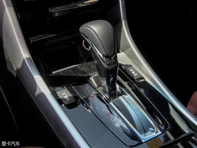 与之相匹配的传动系统,同样为一台CVT变速箱。