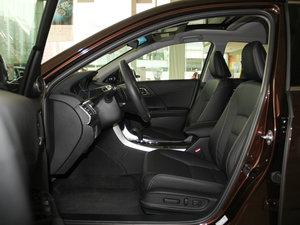 2016款2.4L CVT豪华版 前排空间