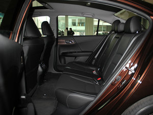 2016款2.4L CVT豪华版 后排空间