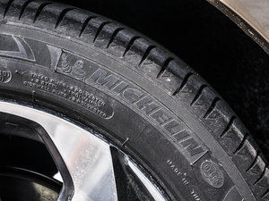 2016款2.4L CVT智尊版 轮胎品牌