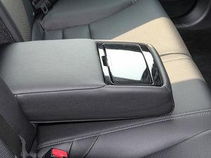 2016款2.4L CVT舒适版 后排中央扶手
