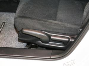 2016款2.0L CVT舒适版 座椅调节
