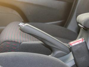 2016款1.8L CVT豪华版 驻车制动器