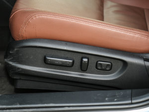 2016款2.0L 锐尊版 座椅调节