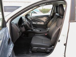 2017款1.8L CVT两驱豪华版 前排空间