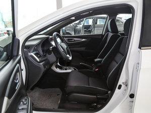 2017款1.8L CVT舒适特装版 前排空间