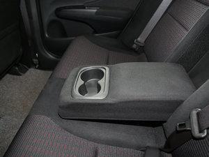 2017款1.8L CVT舒适特装版 后排中央扶手