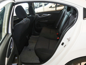 2017款1.8L CVT豪华特装版 后排空间