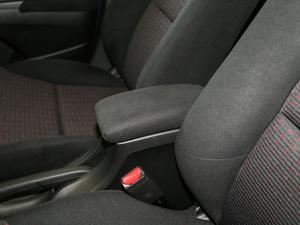 2017款1.8L CVT豪华特装版 前排中央扶手