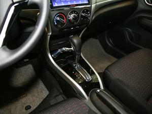 2017款1.8L CVT豪华特装版 变速挡杆