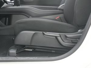 2018款1.5L CVT两驱科技精英型 座椅调节