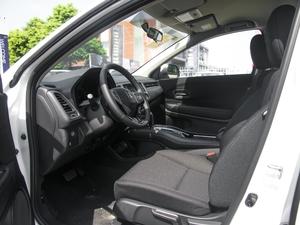 2018款1.5L CVT两驱科技精英型 前排空间