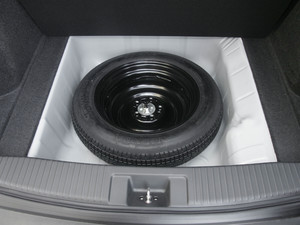 2018款1.5L CVT两驱科技精英型 备胎