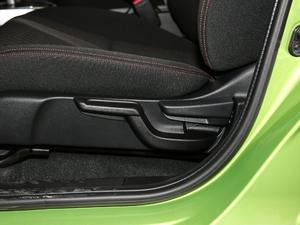 2018款1.5L CVT潮跑+版 座椅调节