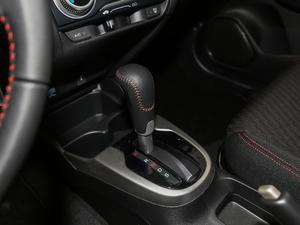 2018款1.5L CVT潮跑+版 变速挡杆