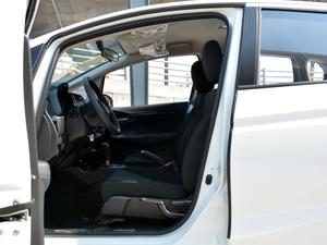 2018款1.5L CVT舒适型 前排空间