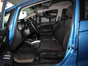 2018款1.5L CVT潮跑版 前排空间