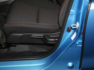 2018款1.5L CVT潮跑版 座椅调节