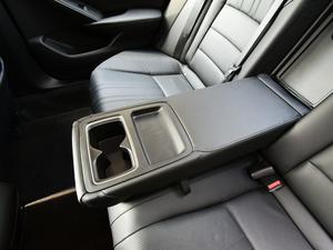 2018款1.5T 基本型 后排中央扶手
