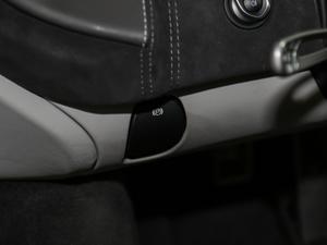 2019款3.8T Coupe 驻车制动器