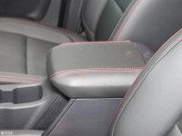 空间座椅上汽大通T60前排中央扶手
