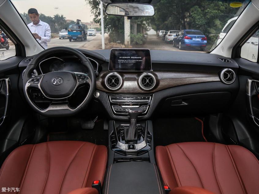 北京汽车2018款绅宝D50