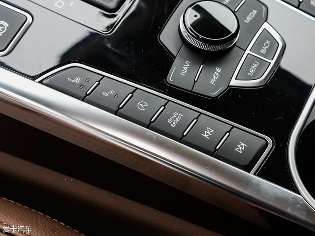 该车前排座椅均采用电动的方式来进行调节