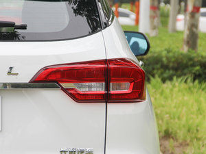 2017款1.5T 自动两驱尊贵型 尾灯