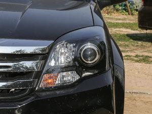 2018款经典版 2.0T 手动四驱进取型 汽油 头灯