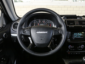 2018款经典版 2.0T 手动四驱尊贵型 汽油 方向盘