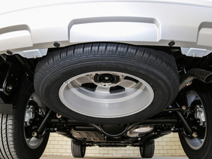 2018款经典版 2.0T 手动四驱精英型 汽油 备胎